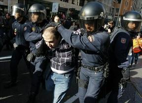 La huelga general deja 82 detenidos y 34 heridos, 18 de ellos policías