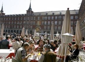 Los españoles gastamos 475 euros al año en picar y beber fuera de casa