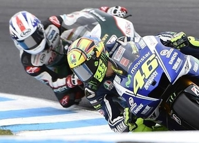 Rossi aprovecha la caída de Márquez y se impone en Australia
