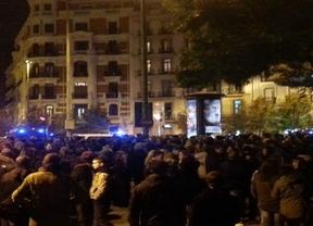 Policía impide a centenares de manifestantes protestar ante la sede del PP contra la ley de Seguridad Ciudadana