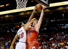 Pau, clave en la remontada en Miami de sus Bulls que recuperan la tercera plaza de su División (78-89)