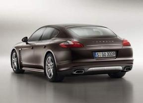 Porsche incorpora una versión híbrida enchufable de 416 caballos en el nuevo Panamera
