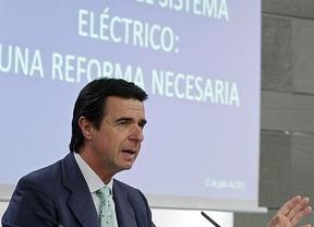 Soria dice que la reforma evita la quiebra eléctrica y resuelve un