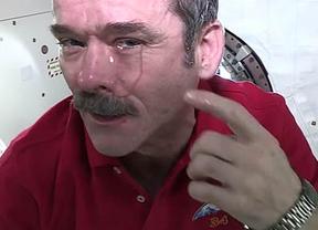 El astronauta profesor y dos de sus compañeros abandonan la Estación Espacial