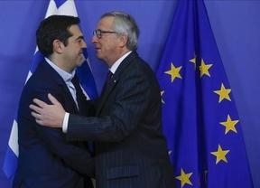 Juncker echa un cable a Tsipras: aboga por revisar la 'poco democrática' troika que atentó contra la 'dignidad' de Grecia, Portugal e Irlanda
