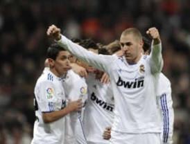 Benzema brinda triunfo al Real Madrid para seguir el ritmo del Barcelona