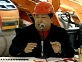 Chávez denuncia que interés en crudo estimula ataque a Libia