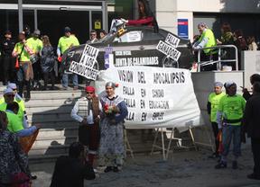 Los conductores de la Junta protestan 'plantando' una falla bajo el lema