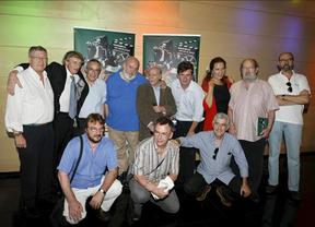 Cuerda posa con el elenco de actores de la película
