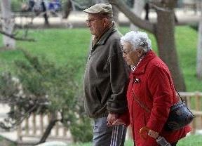 La esperanza de vida de los españoles se frena por primera vez en la Historia