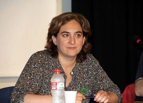 Colau se impone en una Barcelona que da la espalda al independentismo