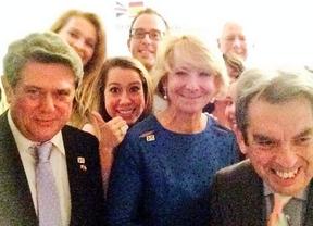El 'show' inglés de Esperanza Aguirre en la Cámara de los Comunes del Parlamento británico