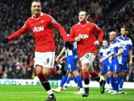Manchester United reforzó su liderato con 'triplete' de Berbatov