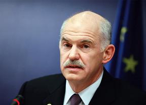 Papandreu da marcha atrás en su pretensión de un referéndum y cierra la puerta a un adelanto electoral