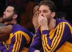 Con uno no basta: Pau Gasol se salva de la quema en la peor derrota de unos bochornosos Lakers en su historia (94-142)