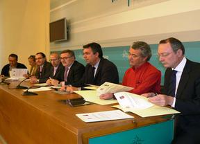 La Diputación de Toledo firma con siete ayuntamientos la dotación del transporte interurbano