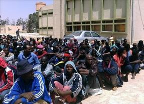 Europa 'se pone las pilas' ante el drama de la inmigración: una misión naval combatirá las mafias migratorias