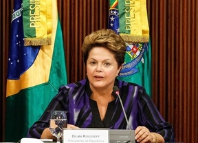 La presidenta brasileña sigue dando la cara y ofrece a los 'indignados' una reforma de la Constitución