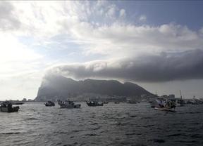Bruselas hace caso a España: examinará el contrabando, el blanqueo y los bloques de hormigón en Gibraltar