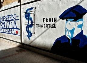 Un año sin ETA: un ayuntamiento de Bildu borra una pintada proetarra
