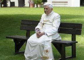 El Vaticano desmiente que el Papa renunciara por salud, pero ocultó una operación cardíaca reciente