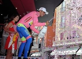 Contador deja visto para sentencia el Giro y Gilbert gana la etapa