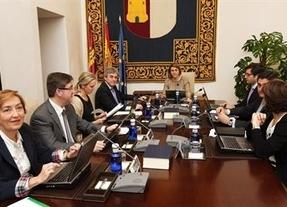 ¿Hay dos bandos enfrentados entre los consejeros de Cospedal?: El PSOE dice que sí
