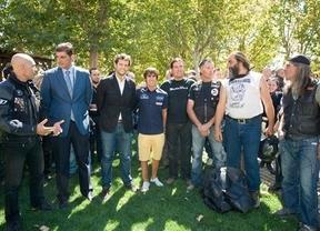 Julián Simón encabeza una visita del club motero Azor 4011 a Parapléjicos