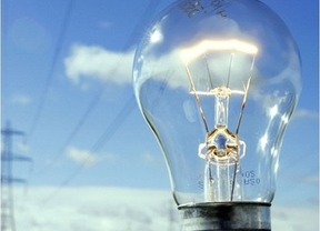 La CECU avisa: al menos 4 euros al mes más para la luz