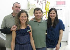 José Luis, Cristina y María, tres amigos diseñadores y restauradores de muebles