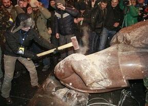 La revolución en Ucrania tumba a Lenin: miles de personas protestan por el alejamiento de la UE