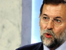 Rajoy centra su campaña en el debate de caras del PSOE