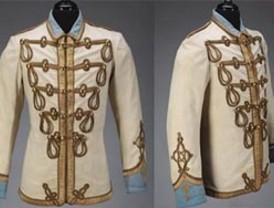 Museo de la Moda de Chile adquiere chaqueta de Lennon