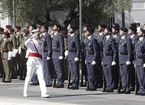 Los Reyes y los Príncipes, entre aplausos y vítores, presiden el Día de las Fuerzas Armadas