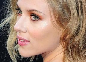 Scarlett Johansson se pasa al otro lado de la cámara