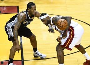 Finalísima de la NBA: campanada de los Spurs, que ganan a domicilio a los Heat (92-111), y se adelantan en la serie (2-1)