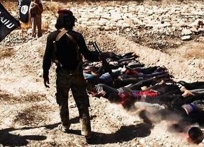 Terribles imágenes subidas a Twitter de los yihadistas de Irak matando civiles