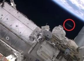 La NASA capta un ovni durante la grabación de un paseo espacial