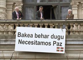 Bizkaia retira el cartel que desde hace 14 años rezaba en el Palacio Foral: