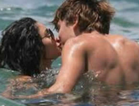 Vanessa Hudgens y Zac Efron desnudos: un fraude
