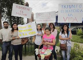 Los médicos practican una cesárea a la joven salvadoreña que pidió abortar para salvar su vida