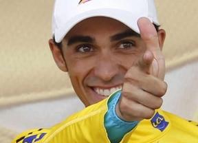 Contador siembra 'contadorcitos' con el equipo que patrocina
