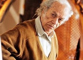 El chileno Nicanor Parra, autor de 'antipoesía', gana el Premio Cervantes 2011 a sus 97 años