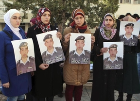 El Estado Islámico difunde un vídeo en el que quema vivo al piloto jordano secuestrado