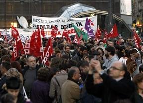 Los sindicatos tantean ya convocar una huelga general antes de Navidad