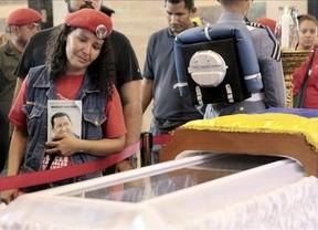 ¿Acompañaron cientos de miles de venezolanos un ataúd sin el cuerpo de Chávez?: el montaje del Gobierno bolivariano