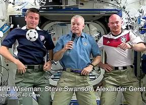 El Mundial tambi�n da juego en el espacio: dos astronautas de la NASA pierden una apuesta... y el pelo