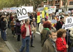 Los indignados toman las calles de España y un grupo se cuela en el mitin de Rajoy