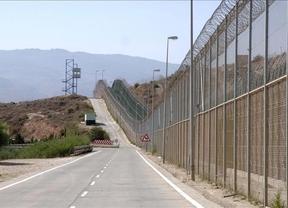 250 inmigrantes subsaharianos intentan saltar la valla de Melilla