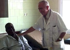 El avión medicalizado para repatriar a Miguel Pajares, infectado por el ébola, ya vuela hacia Liberia